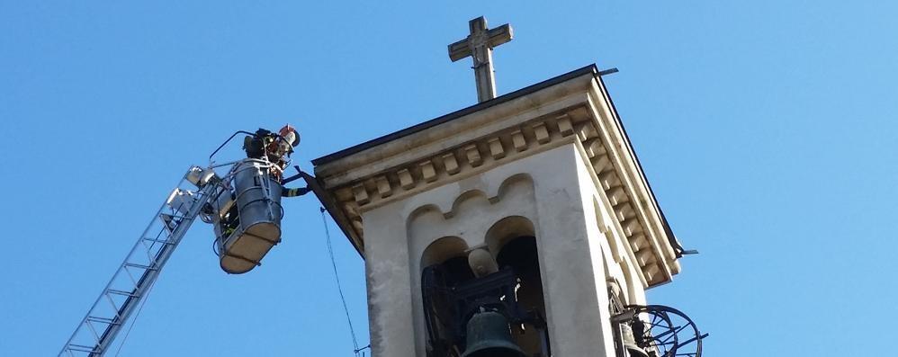 Como, vento fino a 100 km/h.   Cantù Asnago, emergenza  per il campanile. Lariana chiusa
