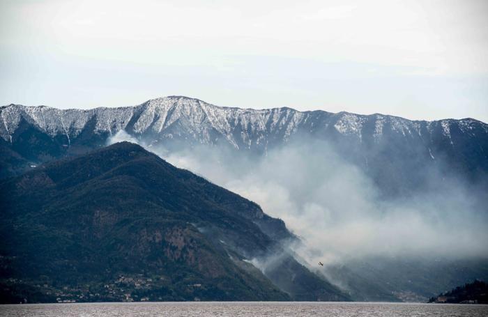 Lezzeno incendio sulla montagna