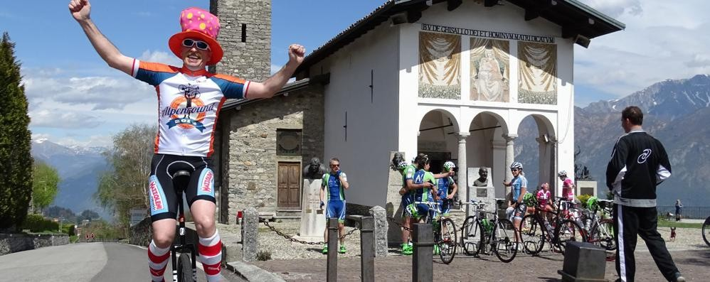 Un flash mob in bicicletta  Dal Ghisallo aiuti a Martina