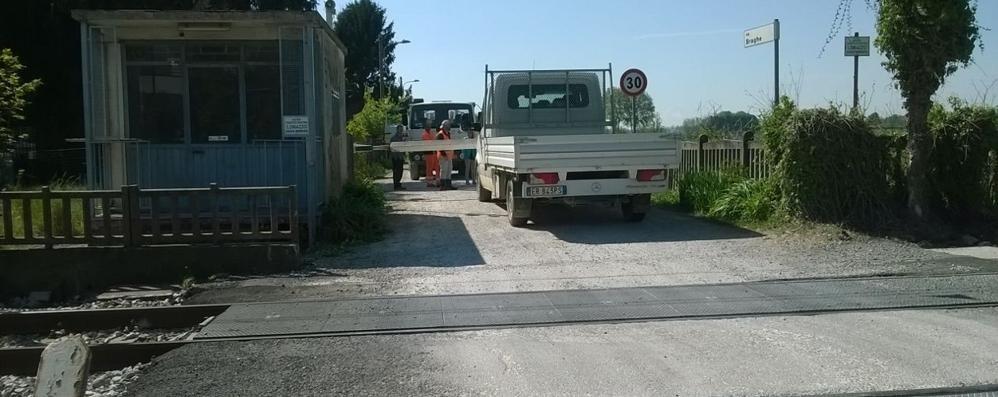 Camion tra le sbarre  Passaggio a livello in tilt
