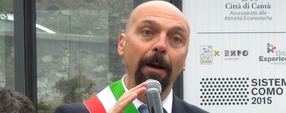 25 Aprile, fischi a Cantù Contestato il sindaco