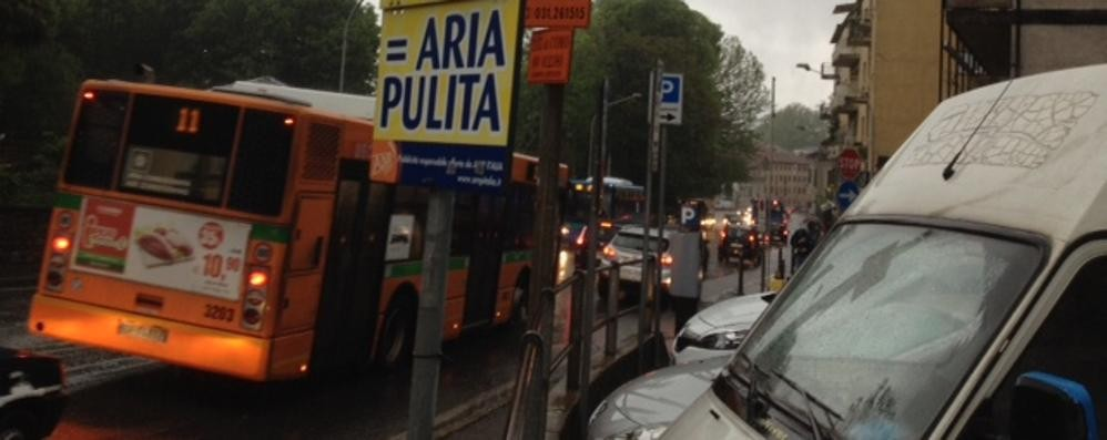 Traffico in città: colpa della pioggia (VIDEO)