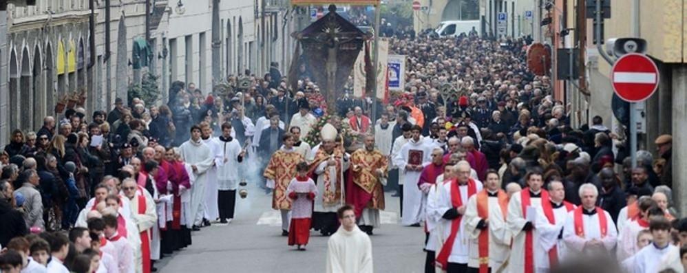 Como, si ferma per il Crocifisso  Strade chiuse per la processione