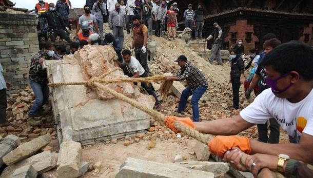 Sisma Nepal:bilancio vittime,6.198 morti