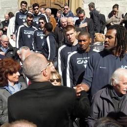 L'omaggio della pallacanestro  a Francesco Corrado