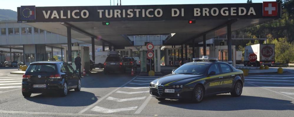 Carambola sull'autostrada svizzera  Tre auto coinvolte, sono tutte italiane