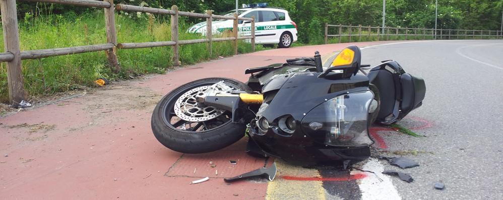 Cade in curva con la moto  Carimatese in ospedale