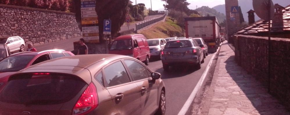 Festa in Svizzera Traffico in tilt a Como