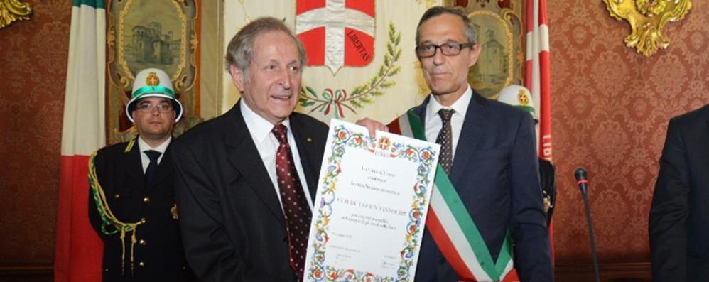 «Sono onorato di essere un comasco» Cittadinanza al Nobel Cohen-Tannoudji
