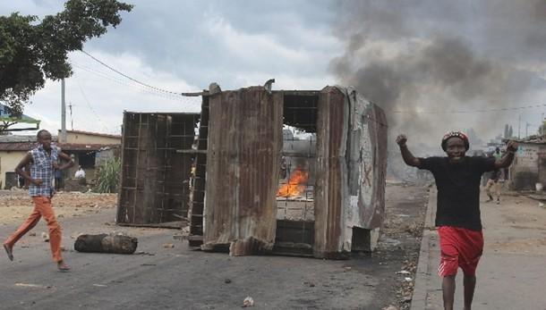 Burundi: scontri, silurati tre ministri