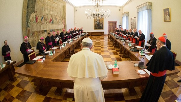Papa a vescovi, denunciate corruzione