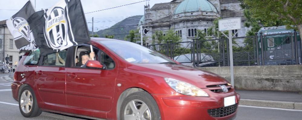 Lo scudetto della Juve  Caroselli anche a Como