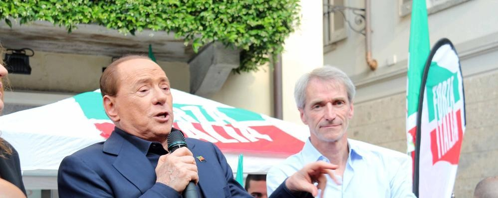 Si avvicina troppo a Berlusconi  Un uomo fermato a Saronno