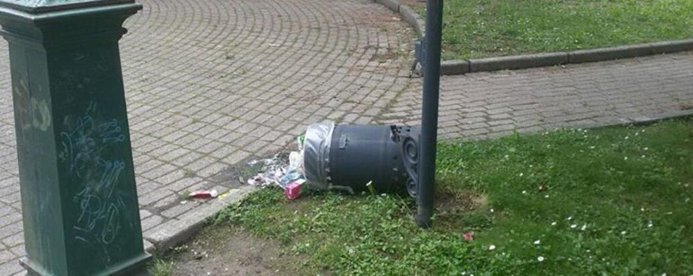Fino vandali Al parco Giulini  bruciano un tavolo per pic-nic