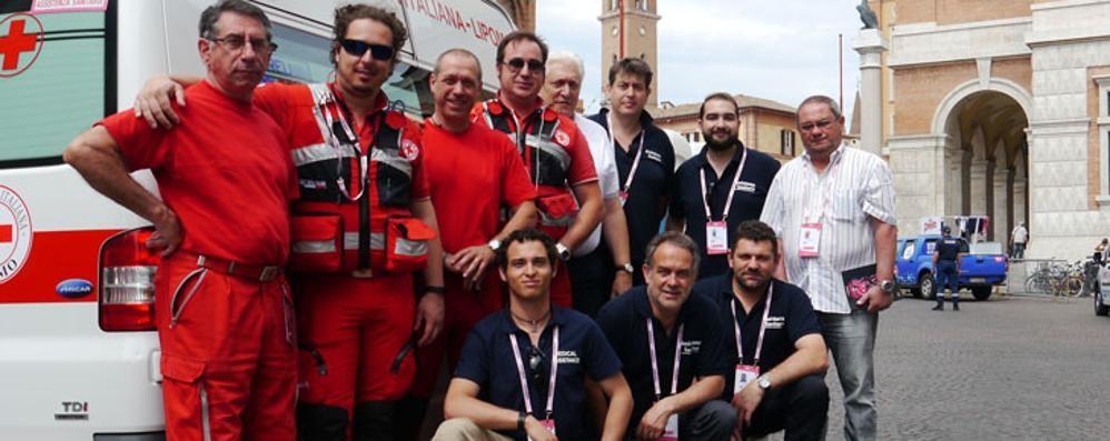 La Croce rossa pedala al Giro  Con volontari e ambulanze