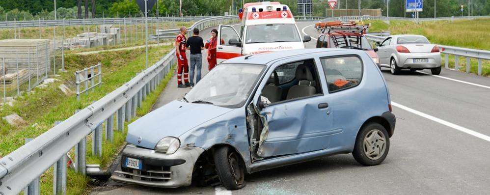 Subito un incidente sulla strada che porta alla nuova tangenziale: caos per i rilievi