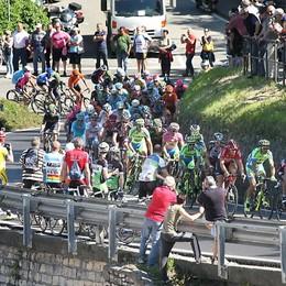 Giro d'Italia, la beffa a Gravedona