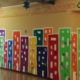 """""""A noi importa"""" in tante lingue  Villa Guardia, completo il murale"""