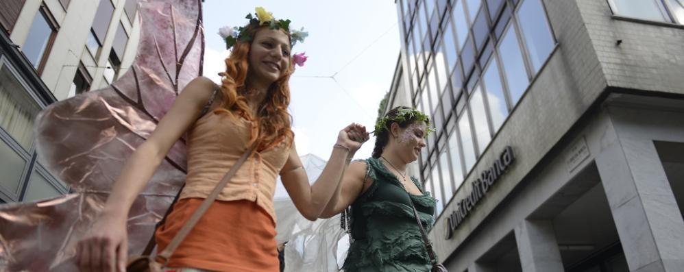Parada par Tücc  Il centro  di Como si colora  Iniziata la sfilata