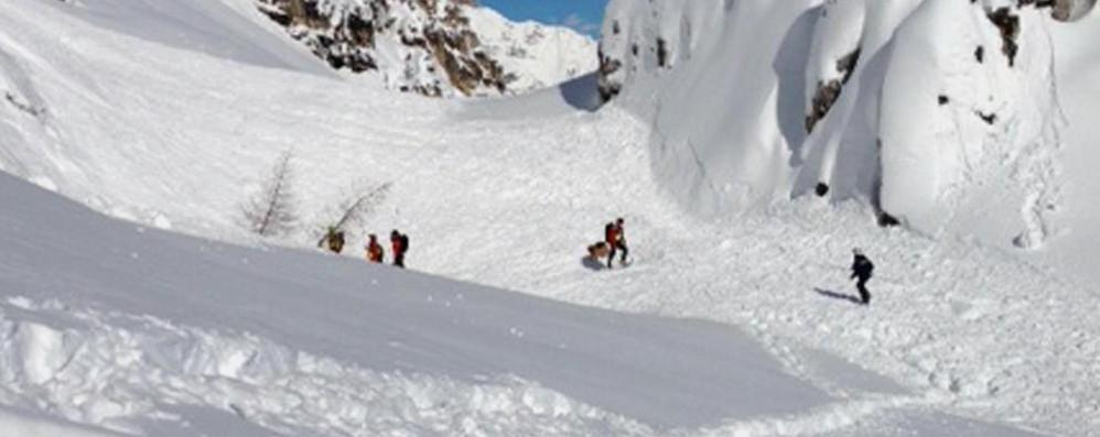 Travolto da slavina, morto scialpinista