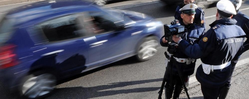 Como, la telecamera spia le auto   Multa chi non ha fatto la revisione