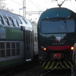 Asso-Milano, in tilt il treno dei pendolari  Convoglio fermo a Mariano, proteste