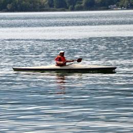Pusiano, grandinata sul lago  Salvati dieci canoisti