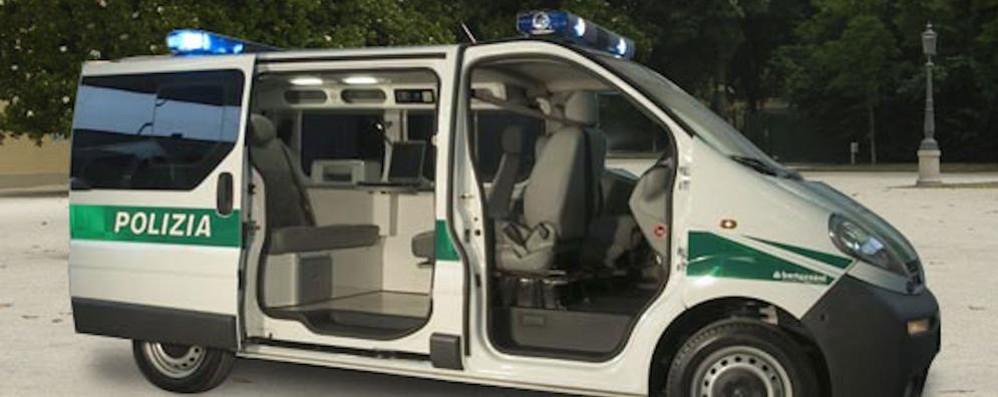 Stop alle auto irregolari  Con l'ufficio mobile ai vigili non sfugge nulla