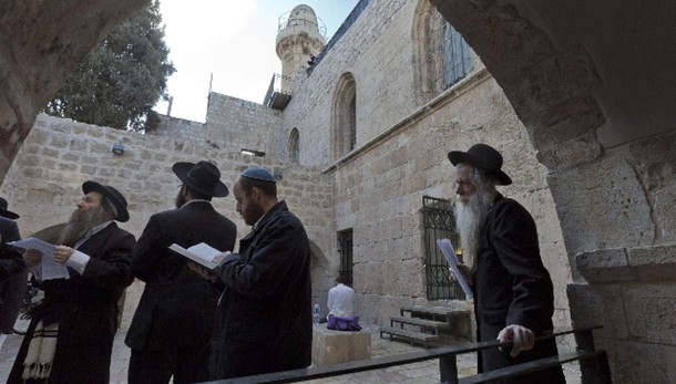 Polizia Israele sgombra ebrei a Cenacolo