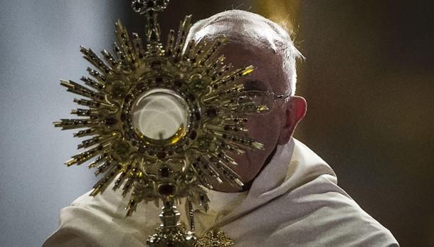 Papa: multinazionali non rubino terra