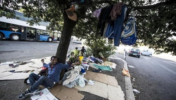 Sgomberato accampamento immigrati a Roma