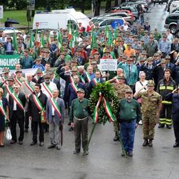 I 95 anni degli alpini  Più di mille sfilano a Como