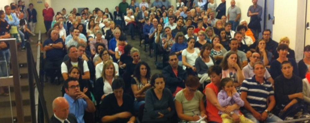 In duecento a difesa   dell'asilo di Tremezzo