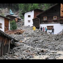 Profughi aiutano dopo alluvione Tirolo