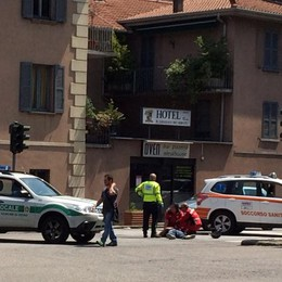 Como, travolge due motociclisti e scappa Si presenta dai vigili un'ora dopo