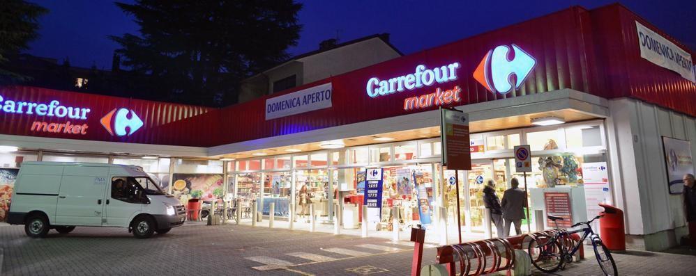 In via Recchi la spesa si fa anche di notte. Supermercato aperto 24 ore al giorno