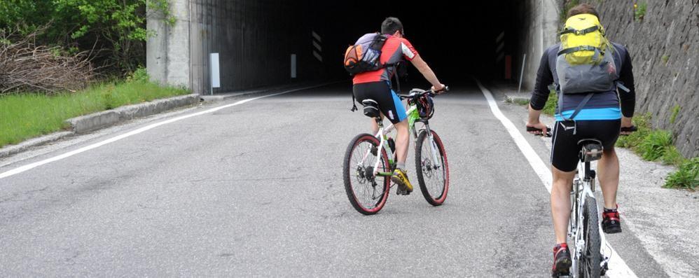Due ciclisti caduti  Ricoverati in ospedale