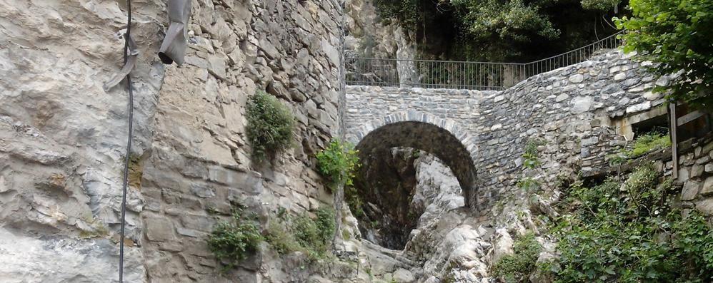 Brienno, distrutto dall'alluvione  Il vecchio ponte torna a vivere
