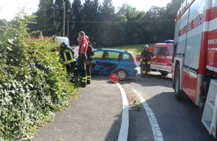 Ronago Spettacolare incidente fra BMW e Peugeot