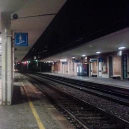 Treno fermo per  ore. «Noi abbandonati  senza informazioni»