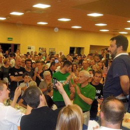 Cermenate, che folla per Salvini  «Siamo in guerra, difendiamoci»