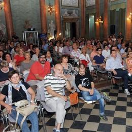 Parolario, Villa Olmo gremita per il finale