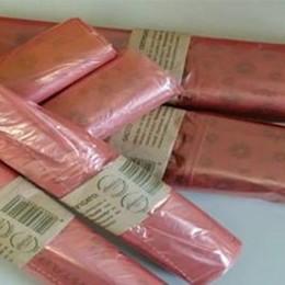 Ecco i sacchi rossi  Così Tavernerio controlla i rifiuti