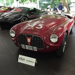 Como, lo show delle auto  Asta choc: 6,7 milioni per una Ferrari