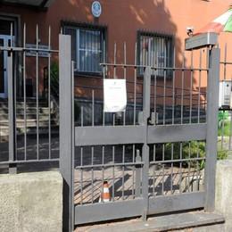 Infilzato nel cancello della Stradale  Ragazzo finisce in ospedale  Tutto per uno scherzo degli amici