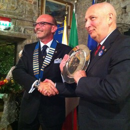Nuovo presidente al Rotary Erba Laghi  Fumagalli passa le consegne a Cattaneo