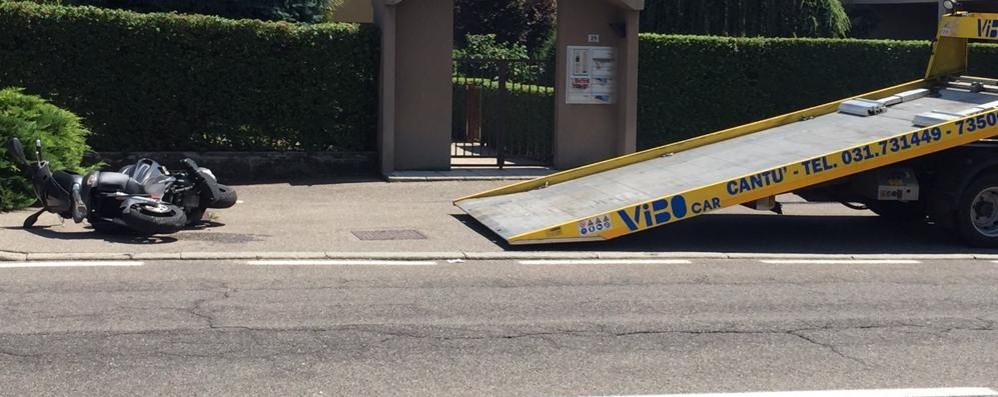 Scontro tra scooter e auto Un ferito a Cantù
