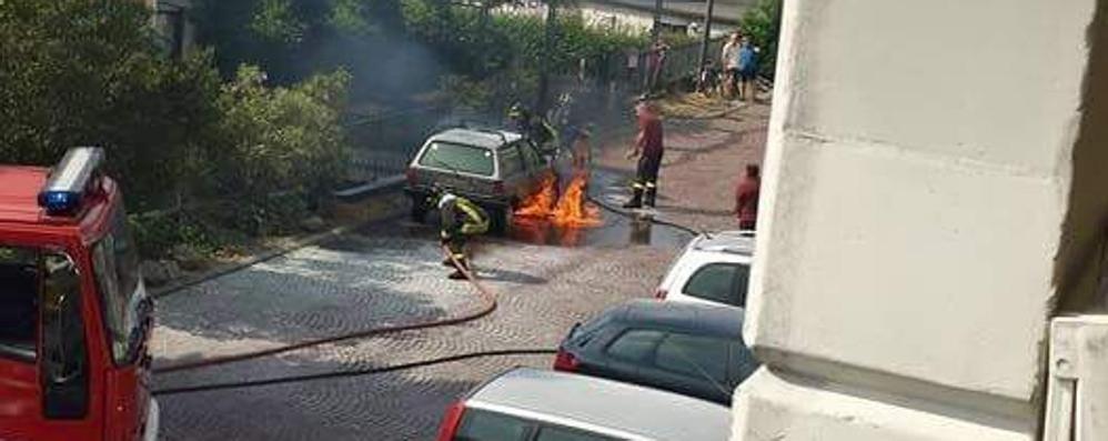 Gravedona, auto in fiamme