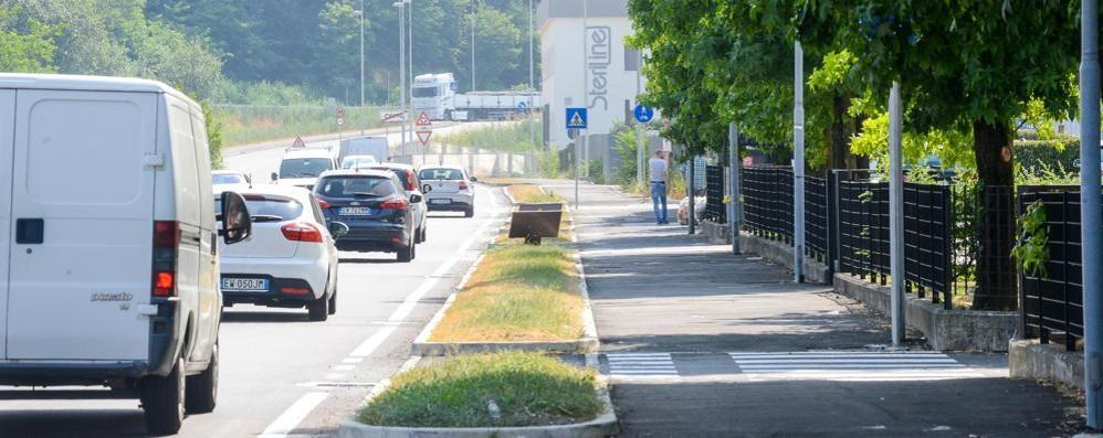 Il Comune toglie la selva di cartelli in via Tentorio