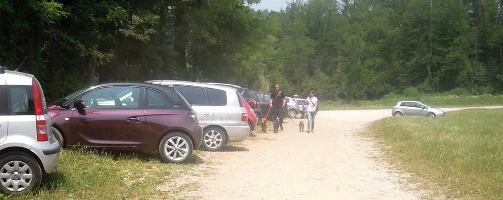 «Il parcheggio al lido è abusivo»  Ultimatum di Montorfano al Parco